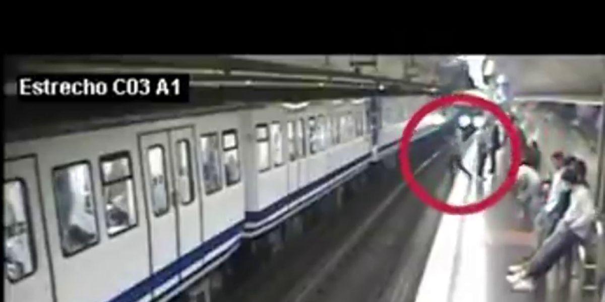 """El impactante vídeo con el que Metro de Madrid pide """"levantar la vista del móvil"""" al caminar por los andenes"""