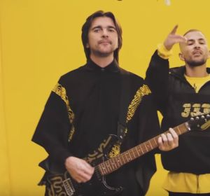 Juanes y Crudo Means Raw en el videoclip de 'Aurora'