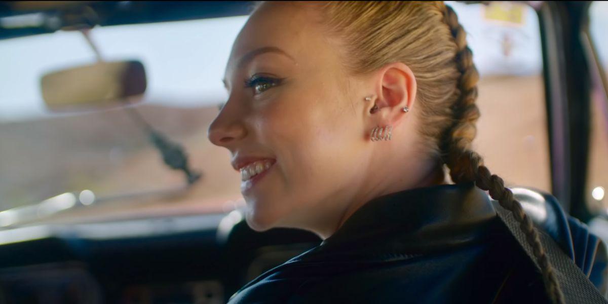 Ester Expósito en el videoclip de 'Dvicio'
