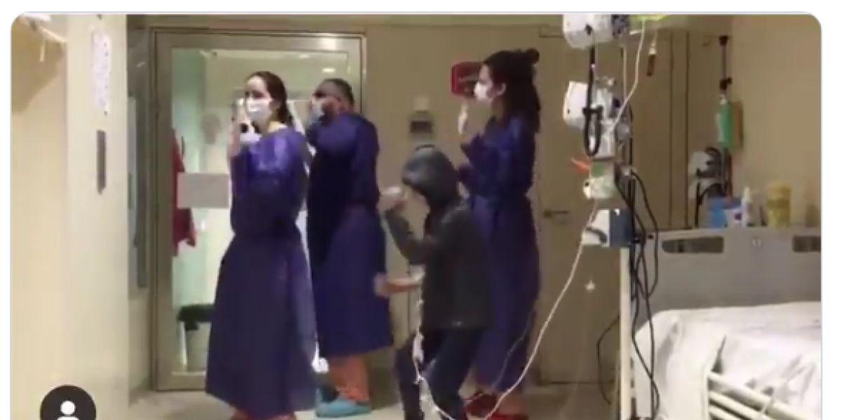 Imagen del vídeo de un niño bailando 'Me Quedo' de Aitana y Lola Índigo