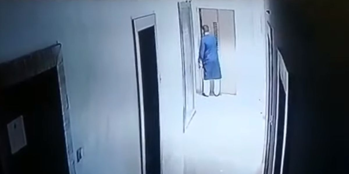 Un hombre muere al caer por el hueco del ascensor