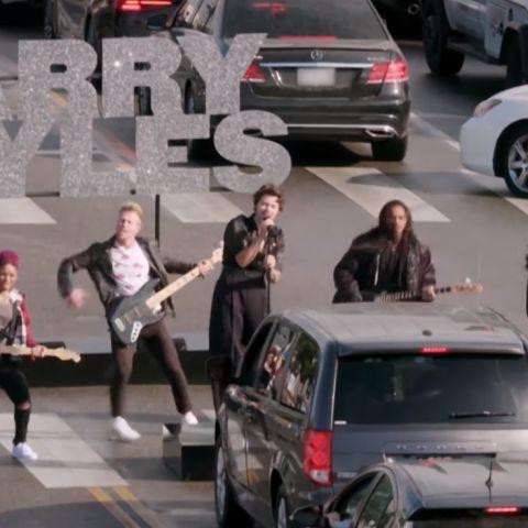 Harry Styles durante su concierto en un paso de cebra