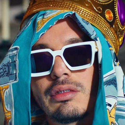 J Balvin en el videoclip de 'Morado'