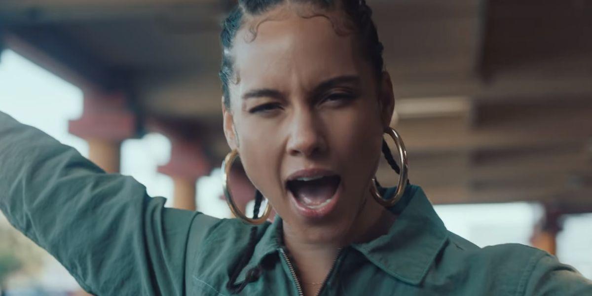 Alicia Keys en el videoclip de 'Underdog'