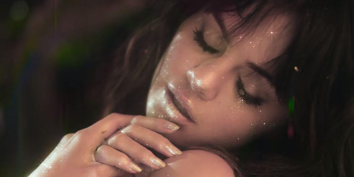 Selena Gomez en el videoclip de 'Rare'