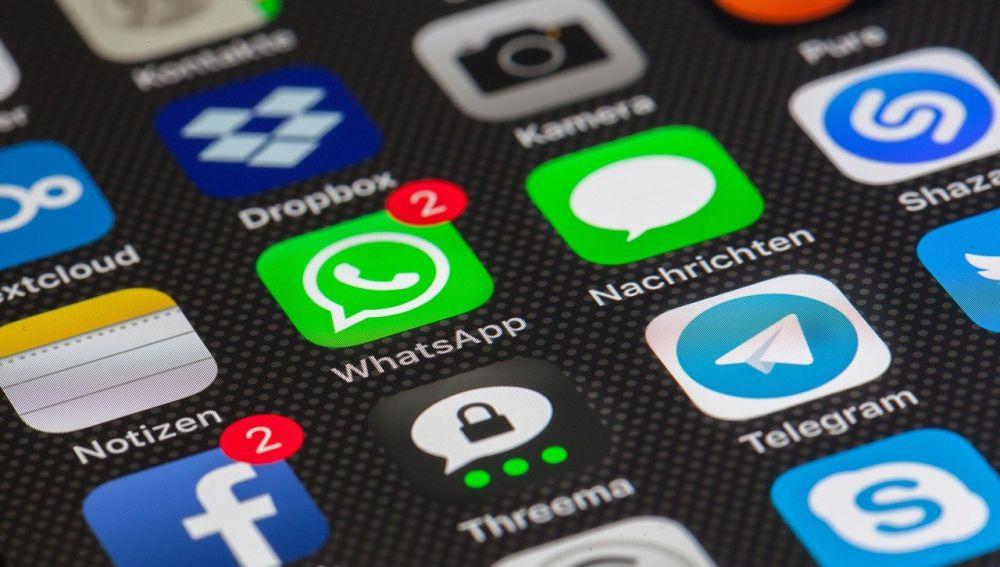 La app WhatsApp en un móvil