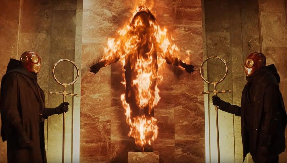 El protagonista en llamas de 'Flames', el nuevo single de Zayn