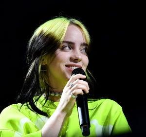 Billie Eilish durante una actuación