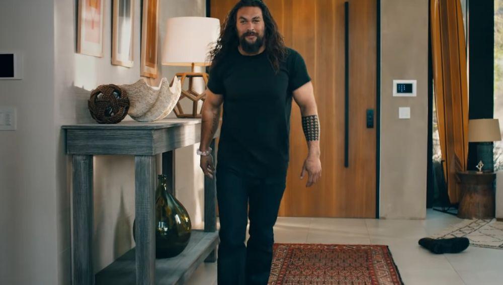 Jason Momoa se desmuscula en un anuncio