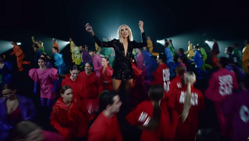 Dua Lipa en el vídeo de 'Physical'