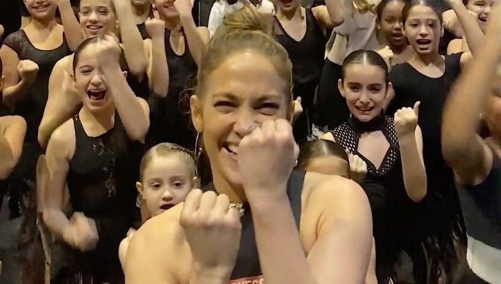 Alex Rodriguez se camufla entre las bailarinas de JLo