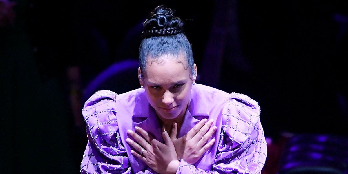 Alicia Keys durante el homenaje a Kobe Bryant