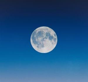 Descubren una nueva mini-luna orbitando la Tierra