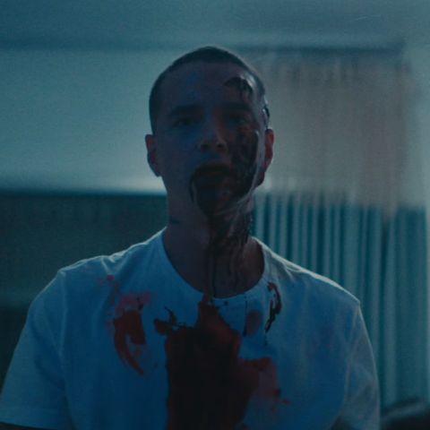 J Balvin, ensangrentado en el videoclip de 'Rojo'