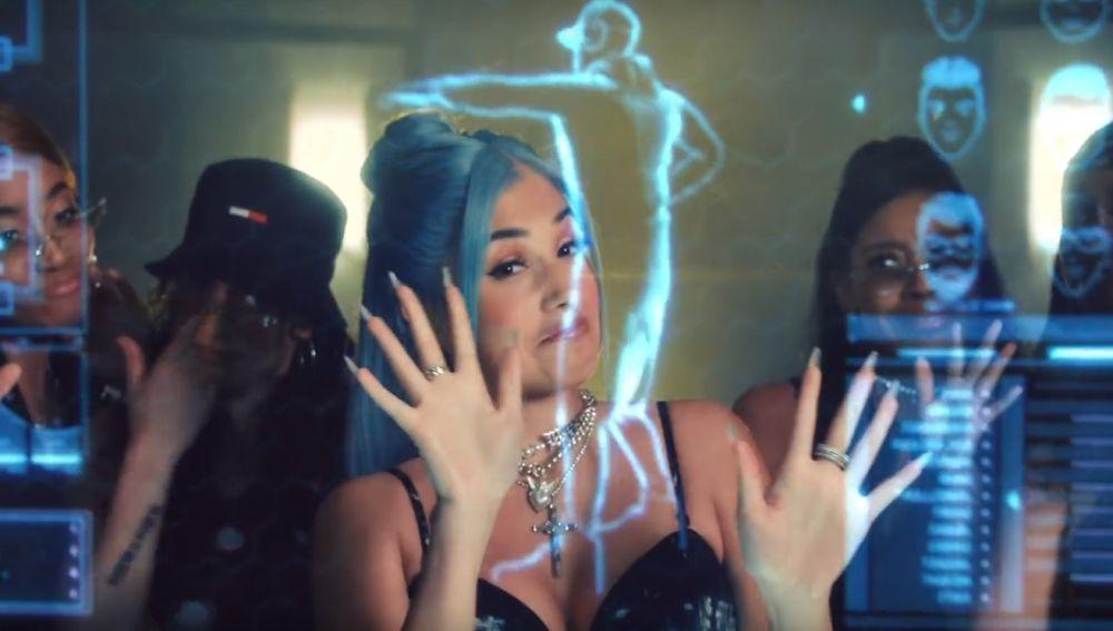 Mabel en el videoclip de 'Boyfriend'
