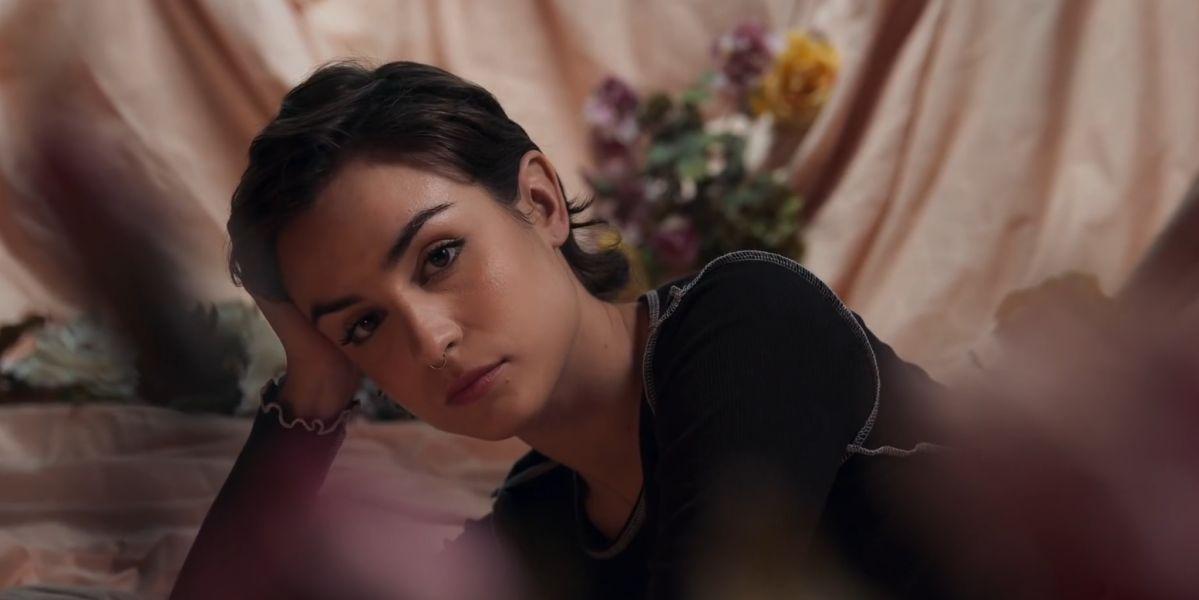Natalia Lacunza en el videoclip de 'algo duele más'