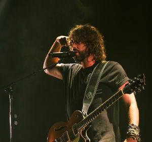 Mikel Izal durante el concierto en Barcelona