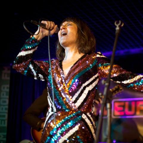 Amaral durante el showcase con Europa FM en Barcelona