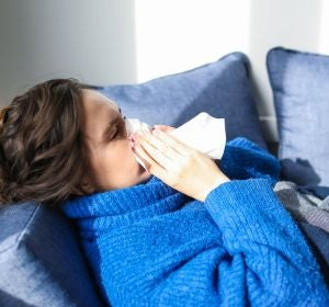 Una mujer enferma