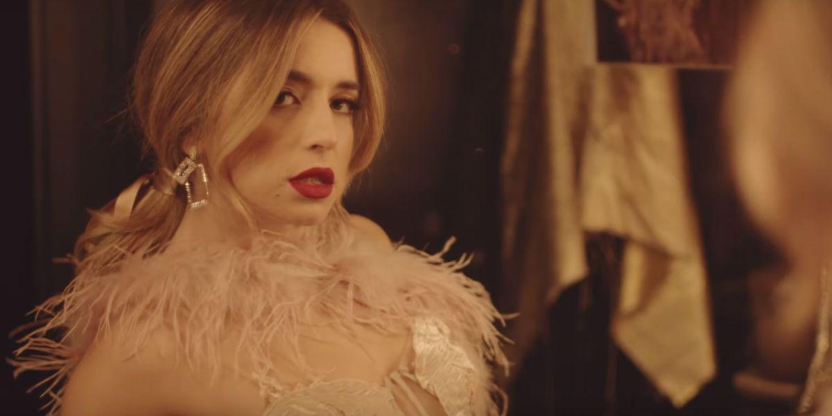 Lola Índigo en el videoclip de '4 besos'