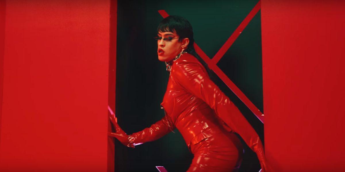 Bad Bunny, vestido de mujer en el videoclip de 'Yo perreo sola'