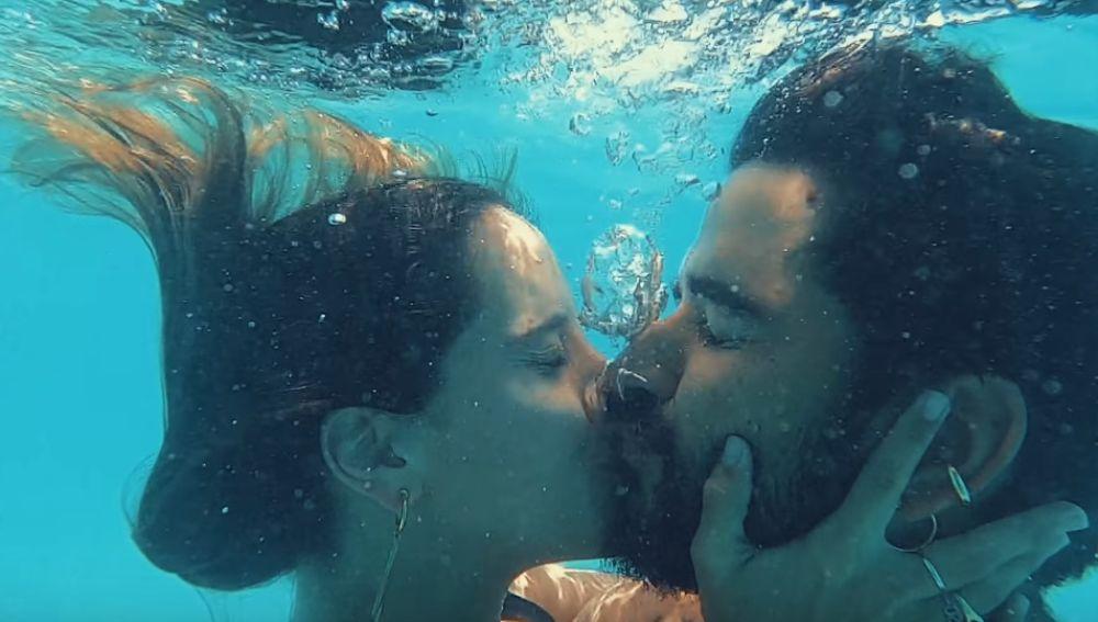 Camilo y su mujer en el videoclip de 'Favorito'