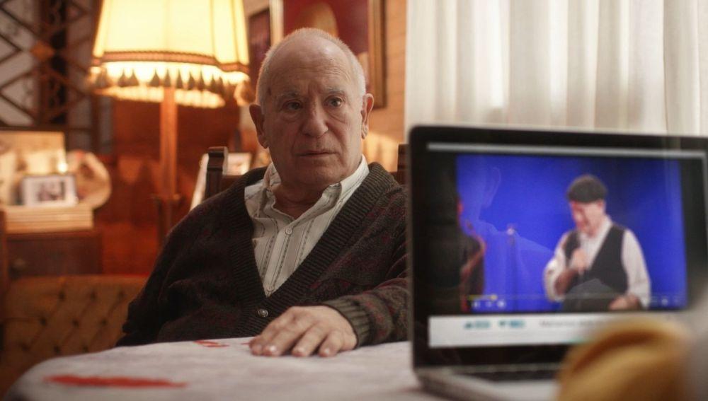 El actor Miguel Ángel Tirado -conocido como 'Marianico El Corto'- en la serie 'El último show'