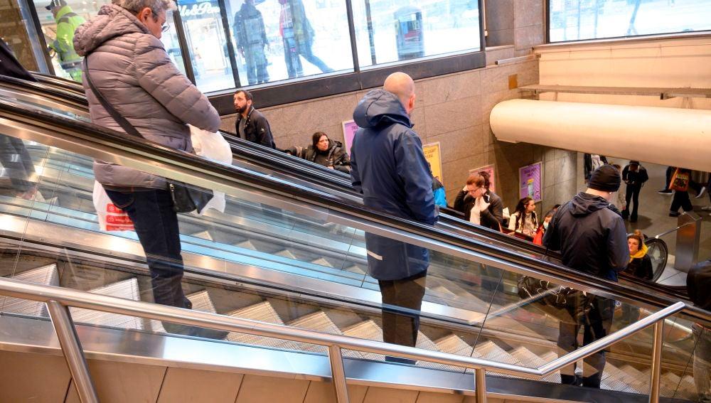 Distancia social en la Estación Central de Estocolmo