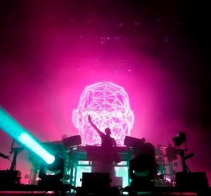 Momento de un concierto de The Chemical Brothers, en el Low festival de Benidorm