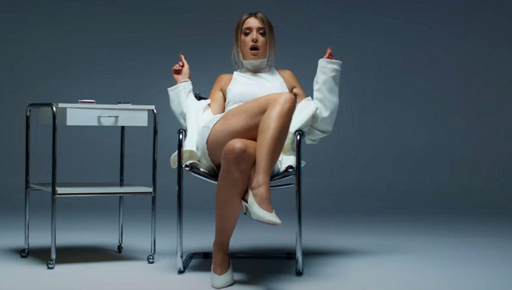 Lola Indigo en el vídeo de 'Mala Cara'