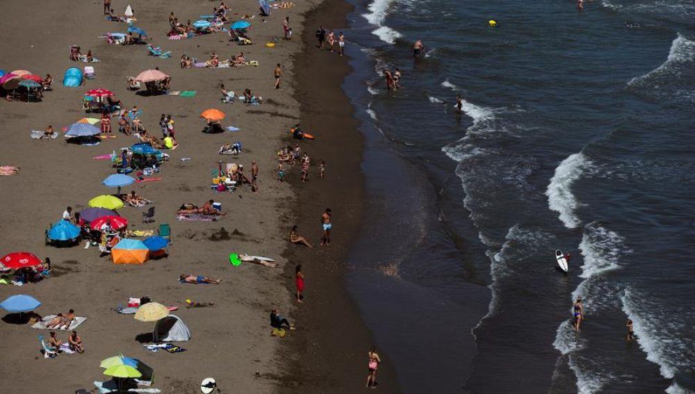 Andalucía estrena 3.000 nuevos vigilantes de la playa que harán cumplir las normativas contra el coronavirus
