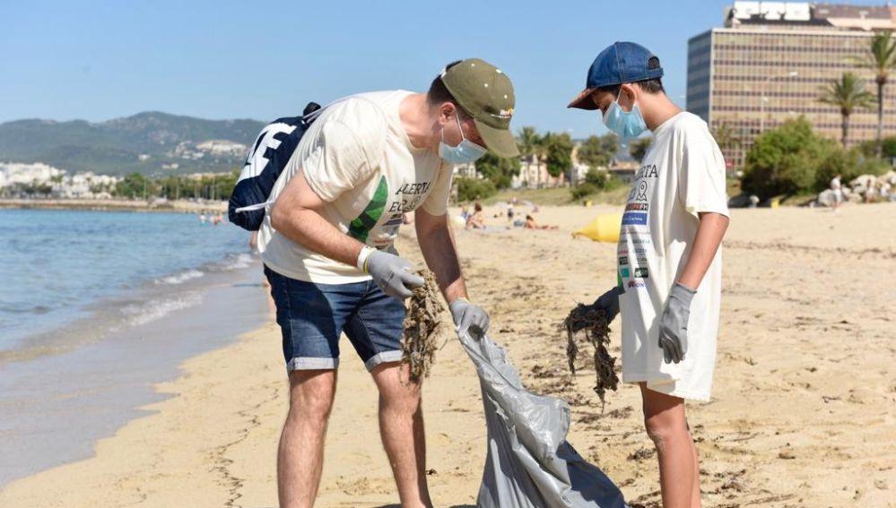 Recogida de residuos en la Playa de Can Pere Antoni con Europa FM