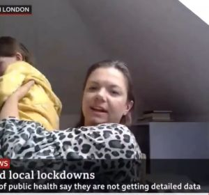 Una niña interrumpe la videollamada de su madre en la BBC