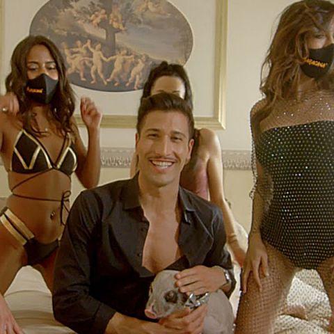 Gianmarco Onestini en el vídeo de 'Maracaná'