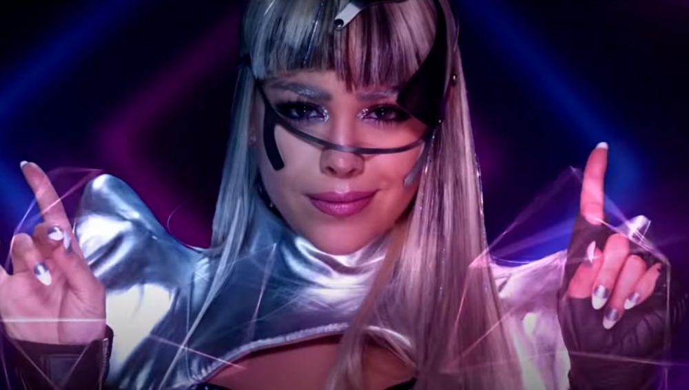 Danna Paola en el vídeo de 'No Bailes Sola'