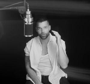 Ricky Martin en el videoclip de 'Recuerdo'