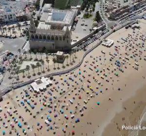 Las imágenes aéreas que muestran la distancia social en una playa de Chipiona