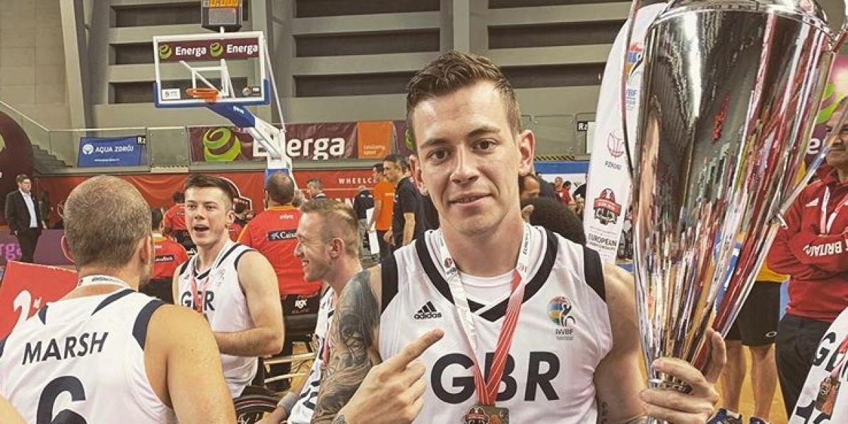 George Bates, jugador de baloncesto sobre silla de ruedas