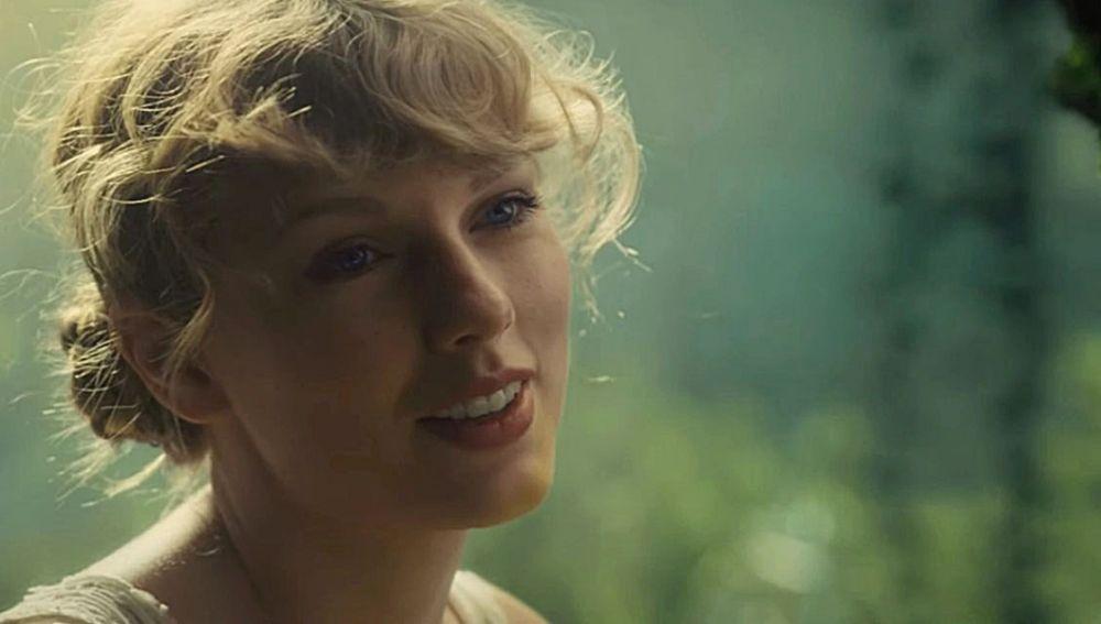 Taylor Swift en el vídeo de 'Cardigan'