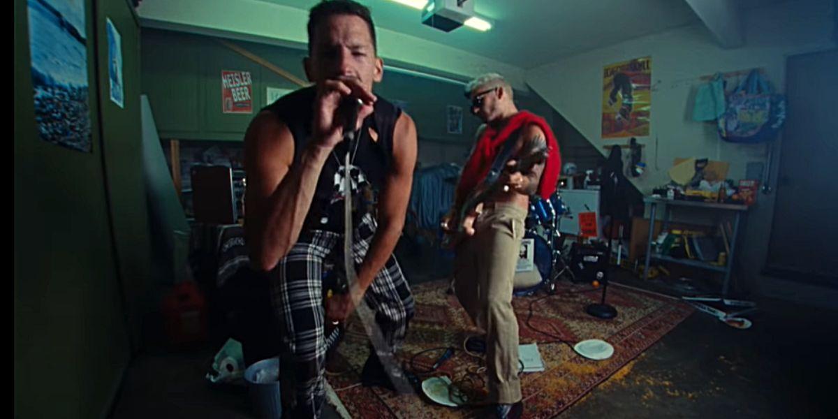 Mau y Ricky en el vídeo de 'Papás'