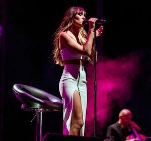 Starlite Catalana Occidente cierra su novena edición con el concierto acústico de Aitana, que vuelve a los escenarios después de 9 meses