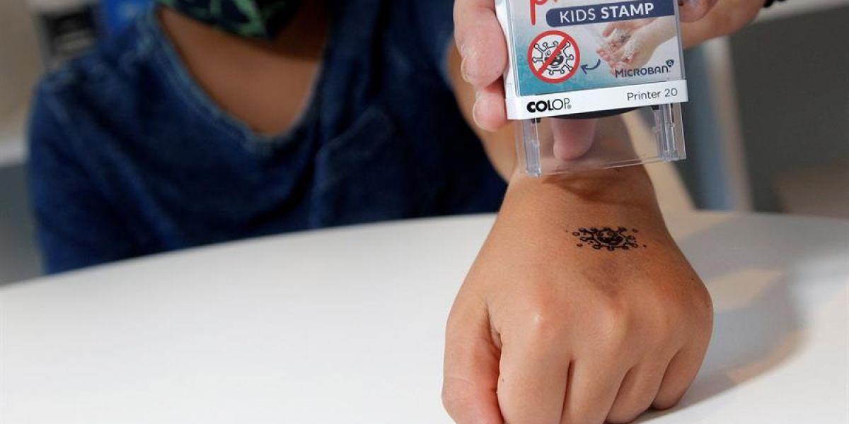Un sello recuerda a los niños la necesidad de lavarse las manos