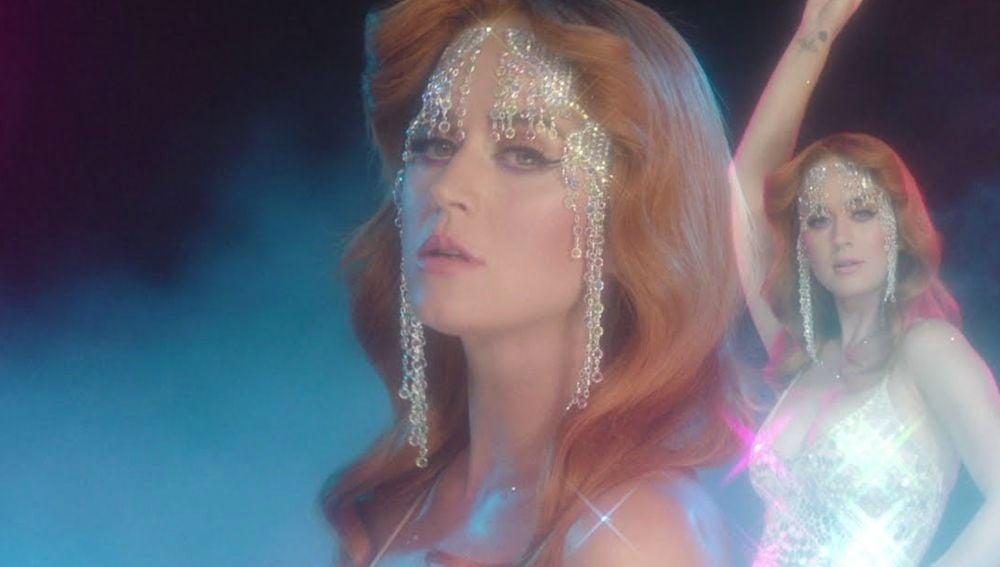 Katy Perry en el vídeo de 'Champagne Problems'