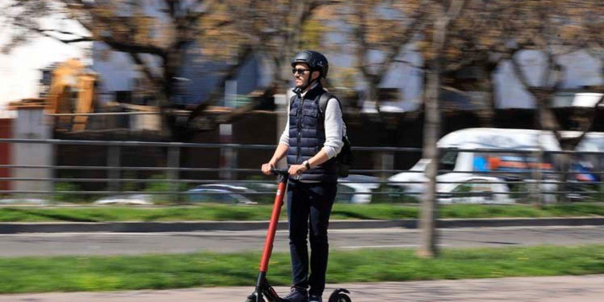 Cupra Ateca y patinete SEAT