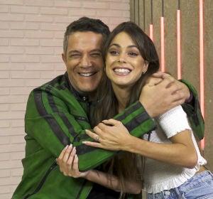 """Alejandro Sanz y Tini, complicidad y humor antes de los Asaltos de 'La Voz': """"Intentaremos que pase el mejor de cada grupo"""""""