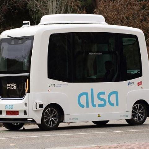 Primer autobús autónomo