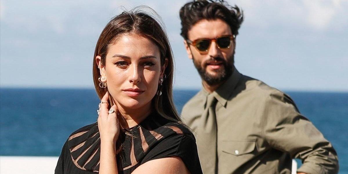 Los actores Blanca Suárez y Javier Rey, en el photocall de 'El verano que vivimos' durante el Festival de San Sebastián