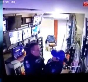 Captan a dos policías teniendo sexo durante su jornada laboral