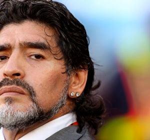 Diego Maradona, antes del partido de cuartos de final de la Copa Mundial de la FIFA 2010 entre Argentina y Alemania en Ciudad del Cabo, Sudáfrica, 3 de julio de 2010