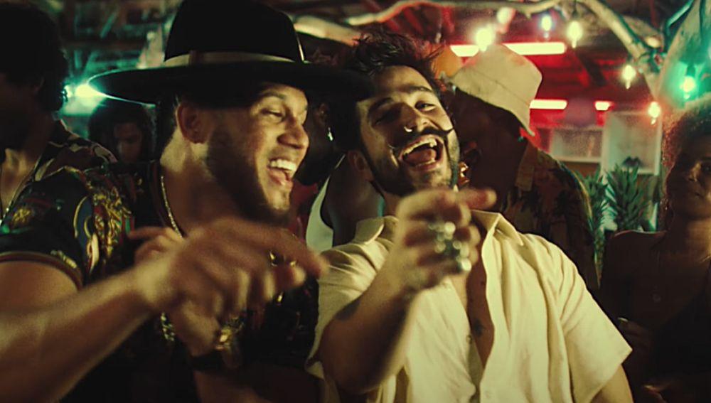 El Alfa y Camilo en el vídeo de 'Bebé'